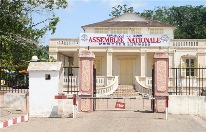 L'ancienne résidence du gouverneur Bayol est aujourd'hui  le siège de l'assemblée nationale