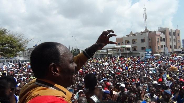 L'ancien ministre Gaston Zossou s'adressant aux manifestants Photo: Vincent Agué
